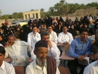 مردم روستا در مراسم افتتاح کتابخانه