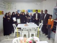 عکس یادگاری معلمان روستایی قائن با اعضای کانون توسعه فرهنگی کودکان پس از کارگاه