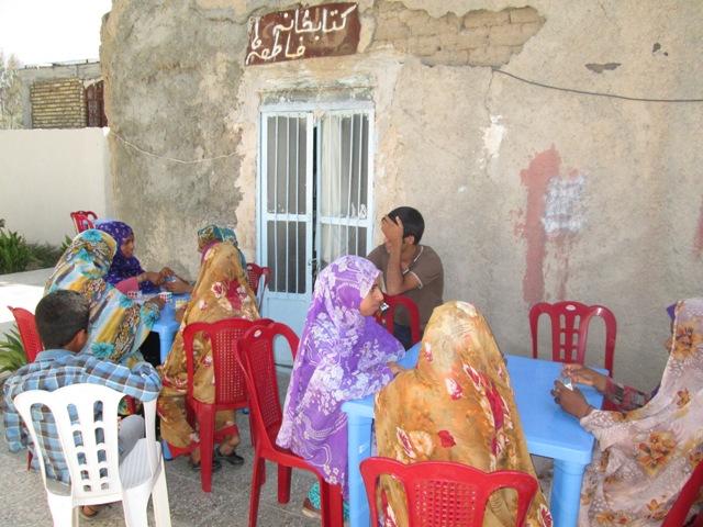 اهدای میز و صندلی به کتابخانه فاطمه ها روستای دهکهان