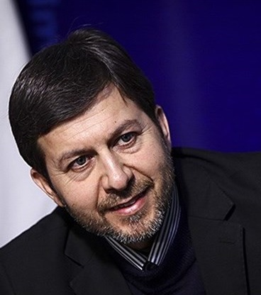 شهردار اصفهان در غرفه کانون توسعه